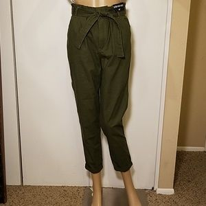 NWT Hollister Ultra High-Rise Olive Chinos Capri?